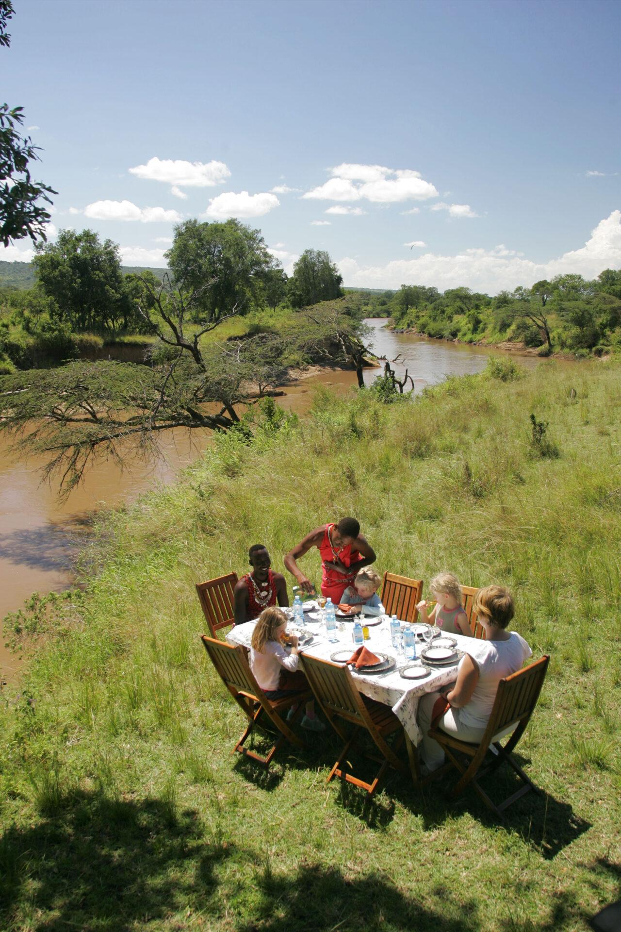 Bush breakfast along the river