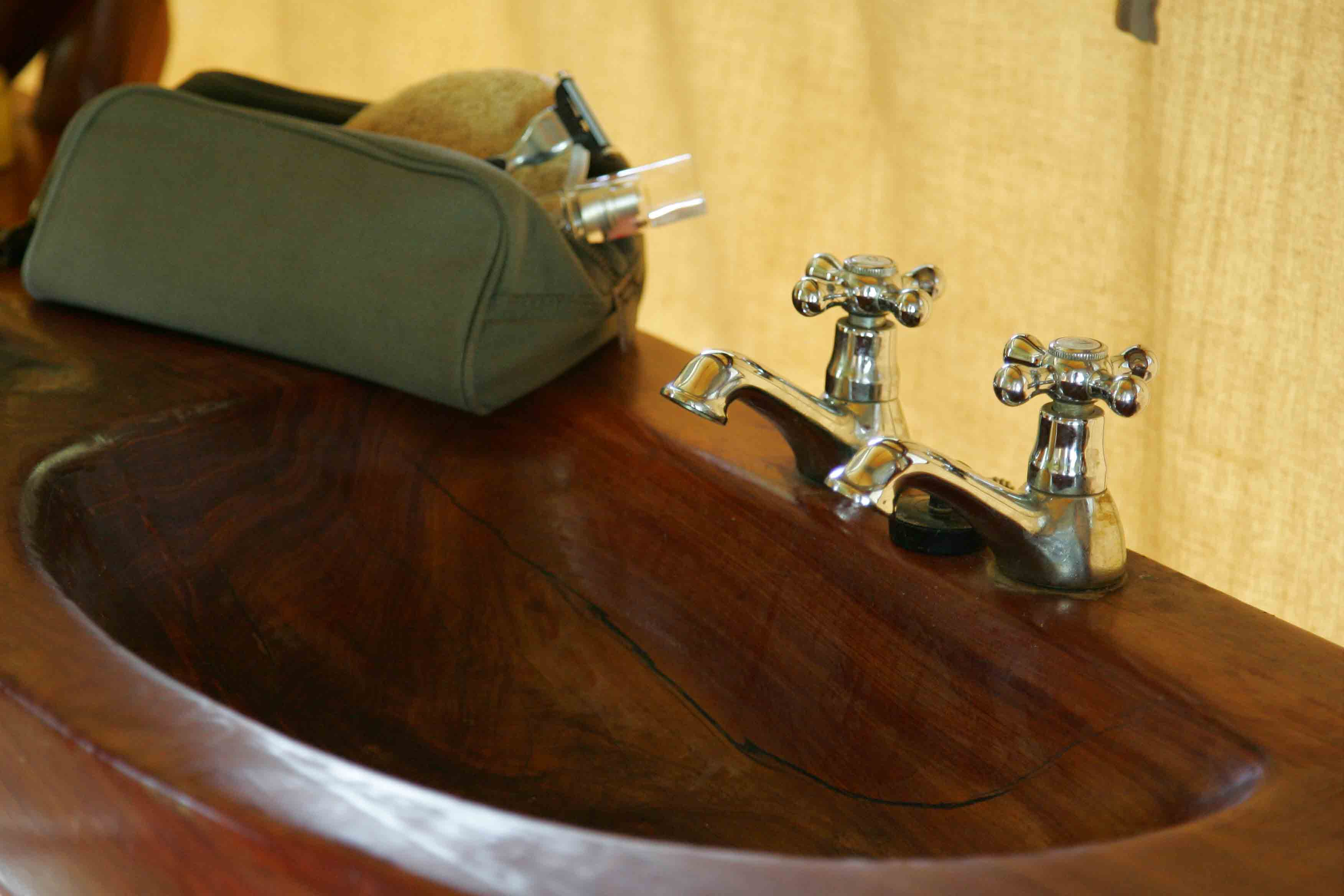 Saruni Wild hand carved rosewood sinks